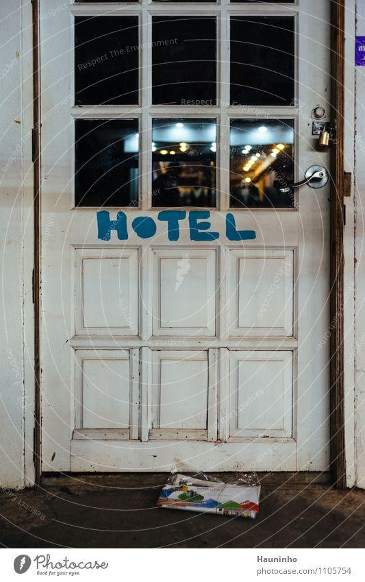 Hotel Ferien & Urlaub & Reisen Tourismus Abenteuer Ferne Thailand Dorf Haus Tür Griff Holztür Vorhängeschloss Türschloss Glastür Post Zeichen Schriftzeichen