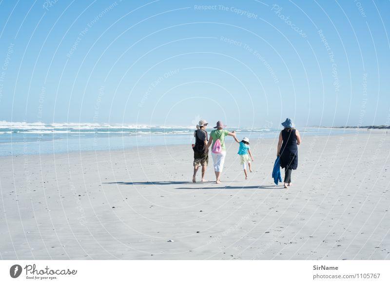 359 Mensch Natur Ferien & Urlaub & Reisen Sommer Erholung Meer Landschaft Mädchen Strand Ferne Erwachsene Leben Freiheit Menschengruppe springen Zusammensein