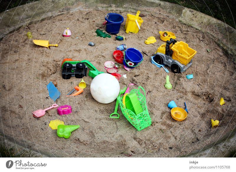 nie genug Lifestyle Freude Freizeit & Hobby Spielen Kinderspiel Sandkasten Häusliches Leben Kindererziehung Kindergarten Spielzeug Sandspielzeug Ball Kunststoff
