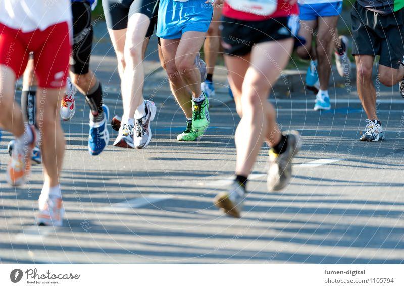 Marathonläufer Fitness Sport-Training Leichtathletik Sportler Sportveranstaltung Joggen Mann Erwachsene Beine Menschengruppe Straße Strümpfe Turnschuh rennen