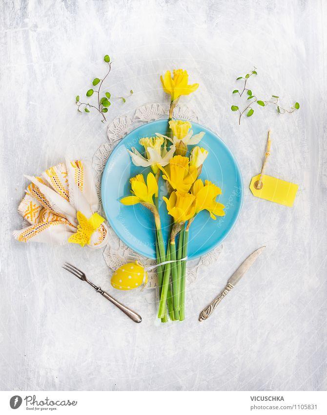 Ostern Tisch Dekoration mit Narzissen und Eier gelb Innenarchitektur Frühling Stil Hintergrundbild Feste & Feiern Wohnung Design Dekoration & Verzierung Zeichen