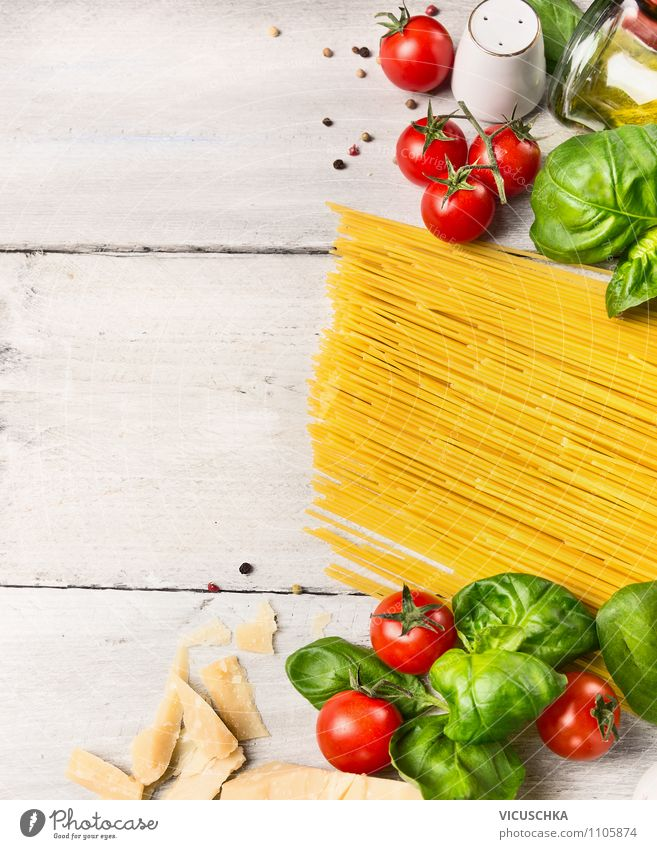 Spaghetti kochen, Zutaten auf weißem Holztisch Lebensmittel Gemüse Teigwaren Backwaren Kräuter & Gewürze Mittagessen Festessen Bioprodukte