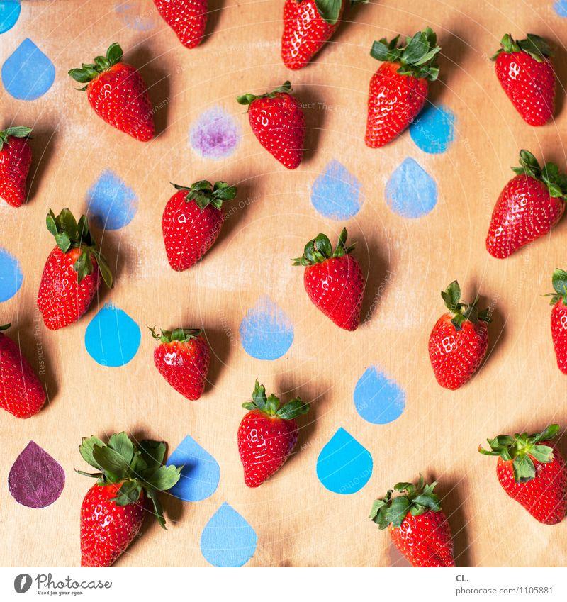 truskawki Lebensmittel Frucht Erdbeeren Ernährung Essen Bioprodukte Vegetarische Ernährung Tropfen ästhetisch Fröhlichkeit Gesundheit lecker süß blau rot