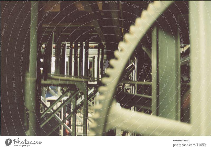 Unterbühne Industrie chaotisch Eisen