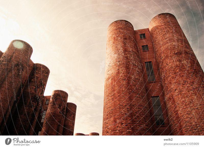 Wolkenkratzer Himmel alt Fenster Architektur Gebäude oben Zusammensein Energiewirtschaft stehen Technik & Technologie hoch groß Industrie historisch Bauwerk
