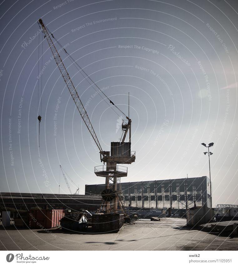 Kranich Metall Arbeit & Erwerbstätigkeit stehen Technik & Technologie hoch groß dünn Fabrik Wolkenloser Himmel durchsichtig Kran Ausdauer beweglich Industrieanlage zerbrechlich gigantisch