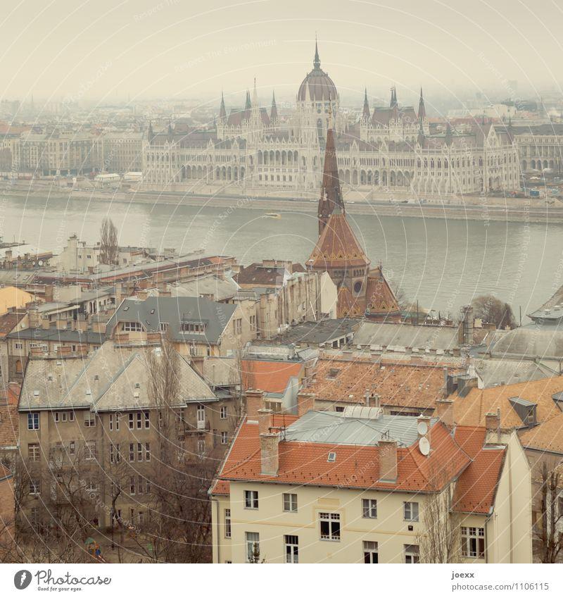 Budapest Stadt alt schön rot Haus braun Tourismus Romantik Wandel & Veränderung historisch Hauptstadt Sehenswürdigkeit Städtereise Palast Parlament