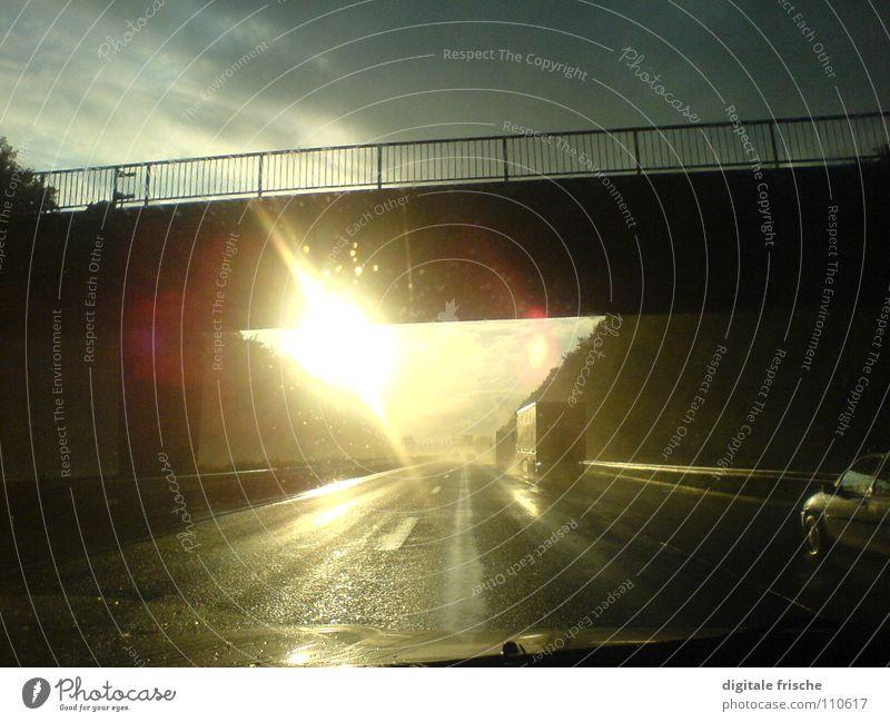 Blende 100 km/h Autobahn Geschwindigkeit Lastwagen Gegenlicht Himmel Brücke Sonne Regen Straße