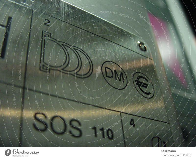 Eine Telefonzelle im Detail Dinge Metall Detailaufnahme