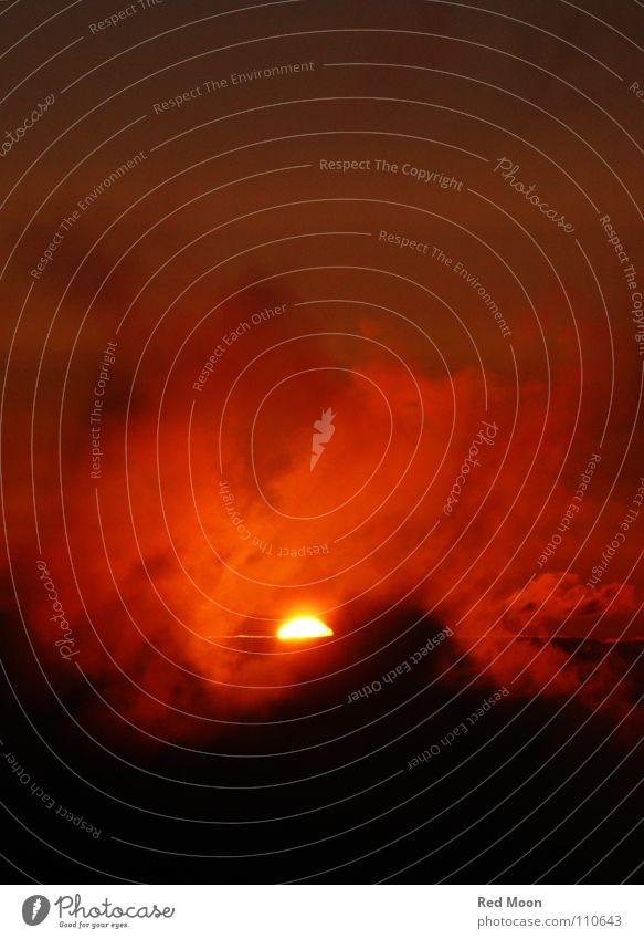 Sonne aus dem Wolkenmeer Sonnenaufgang Sonnenuntergang rot Romantik Himmel Hölle Schottland feurig Wolkenfetzen Apokalypse Horizont Himmelskörper & Weltall