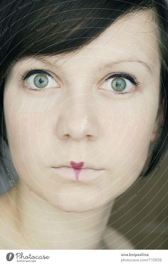 secret heart Junge Frau Jugendliche Erwachsene träumen Gefühle Wahrheit verträumt Porträt ausdruckslos Schminke Lippenstift Blick in die Kamera brünett