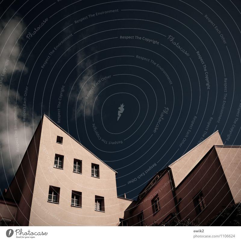 Zugespitzt Himmel Wolken Schönes Wetter Bautzen Deutschland Kleinstadt Altstadt bevölkert Haus Gebäude Architektur Mauer Wand Fassade Fenster Dachschräge alt