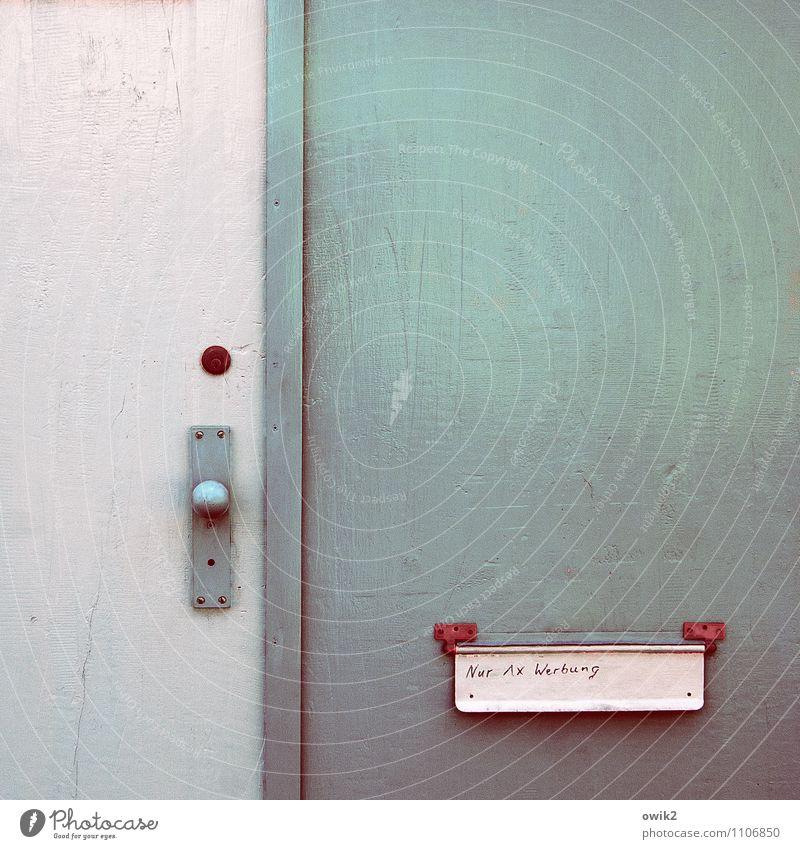 Genügsam leben Tür Türknauf Briefkasten Schriftzeichen eckig einfach sparsam übersichtlich glänzend türkis Türschloss Hintergrundbild Farbfoto Außenaufnahme