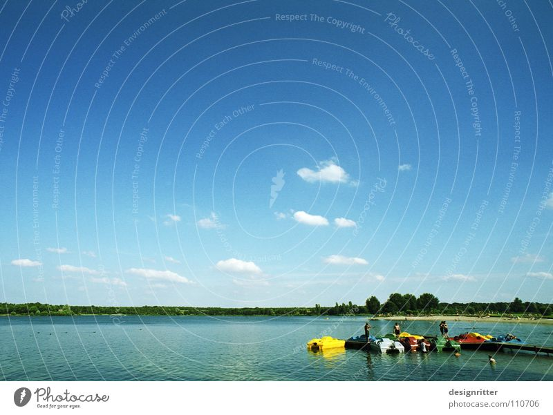 Erinnerst du dich? Wasser Himmel Sommer Ferien & Urlaub & Reisen ruhig Wolken Erholung See Wasserfahrzeug Sonnenbad Tretboot