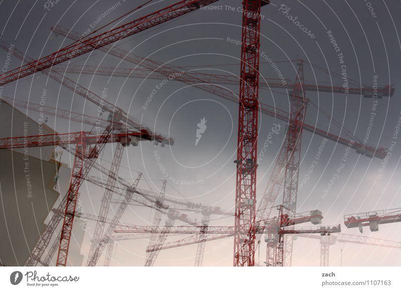 Kranensee Wirtschaft Industrie Handwerk Baustelle Berlin Stadt Skyline Fassade Linie bauen Tanzen chaotisch Farbfoto Außenaufnahme Experiment Menschenleer Tag