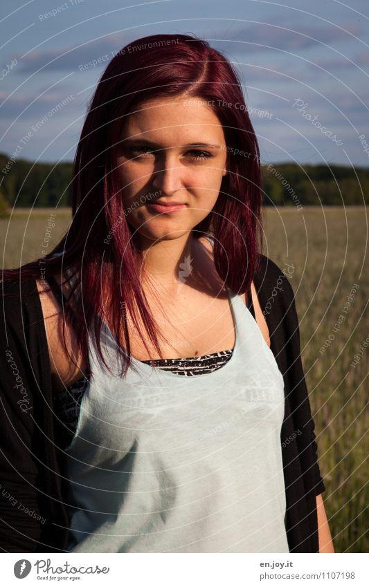 Abendsonne feminin Junge Frau Jugendliche Erwachsene 1 Mensch 13-18 Jahre Kind 18-30 Jahre Schönes Wetter Mode T-Shirt Haare & Frisuren rothaarig langhaarig