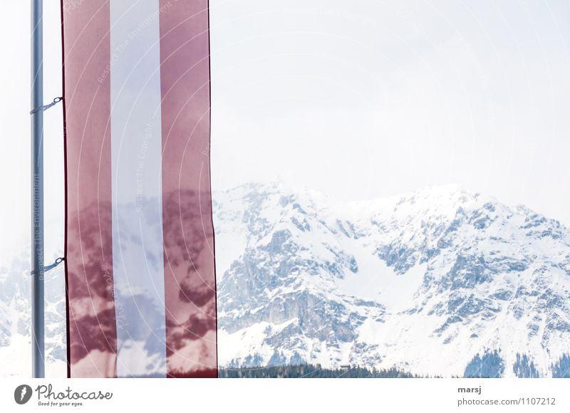 spießig | Patriotismus Himmel rot Berge u. Gebirge Fahne Österreich Fahnenmast schlechtes Wetter rot-weiß-rot