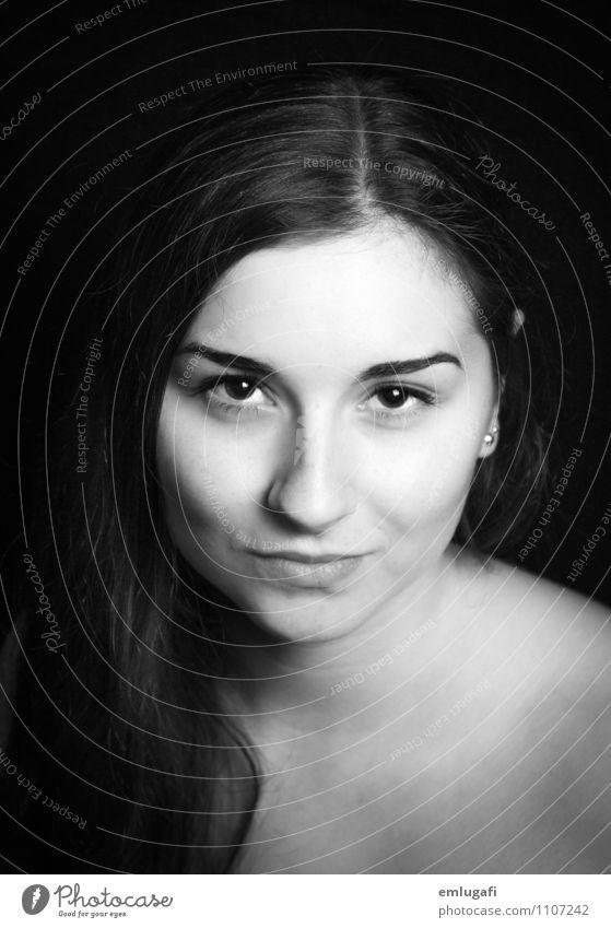 portrait Jugendliche nackt Junge Frau schwarz Gesicht feminin Kopf frei ästhetisch Unendlichkeit Sicherheit Willensstärke Treue