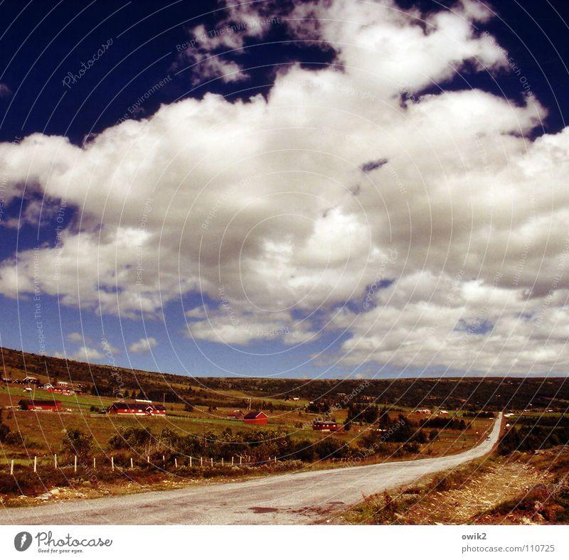 Hütten, Himmel, Horizont Ferne Freiheit Umwelt Natur Landschaft Wolken Klima Schönes Wetter Verkehr Verkehrswege Straße fahren Unendlichkeit Idylle Abblendlicht