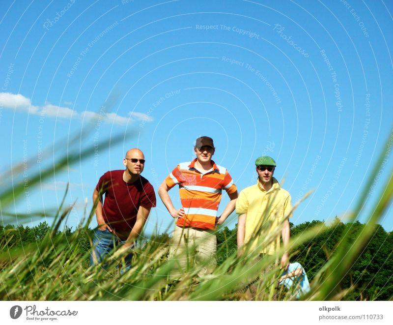 die boccia fraktion Sommer Ballsport Mensch maskulin Mann Erwachsene Himmel Wolken Gras Wiese T-Shirt Sonnenbrille Hut Glatze stehen Coolness blau grün Boule
