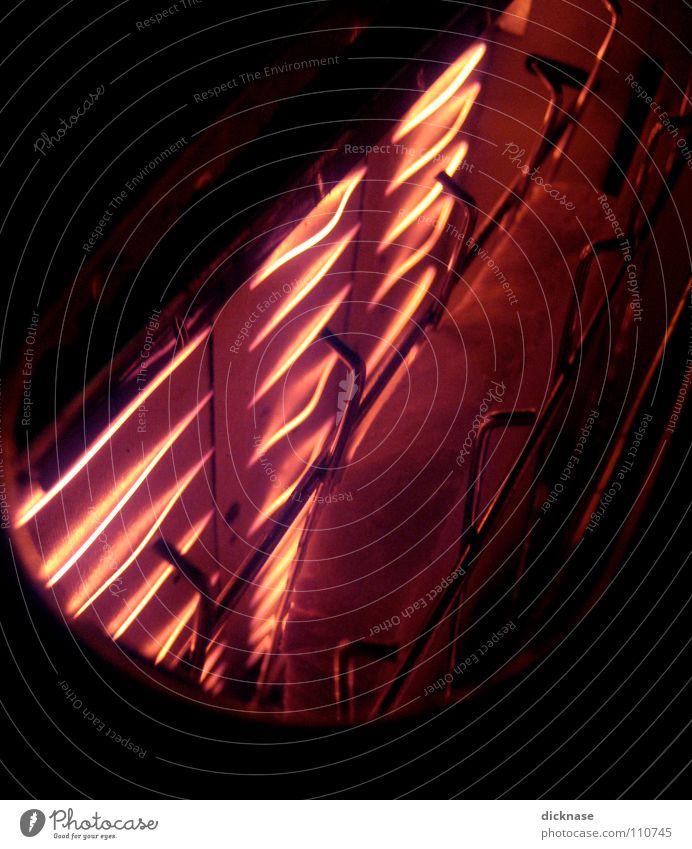 Toast it™ rot Wärme orange Lebensmittel Ernährung Elektrizität Technik & Technologie Physik Maschine Draht Blech Teigwaren glühen Chrom befangen einklemmen