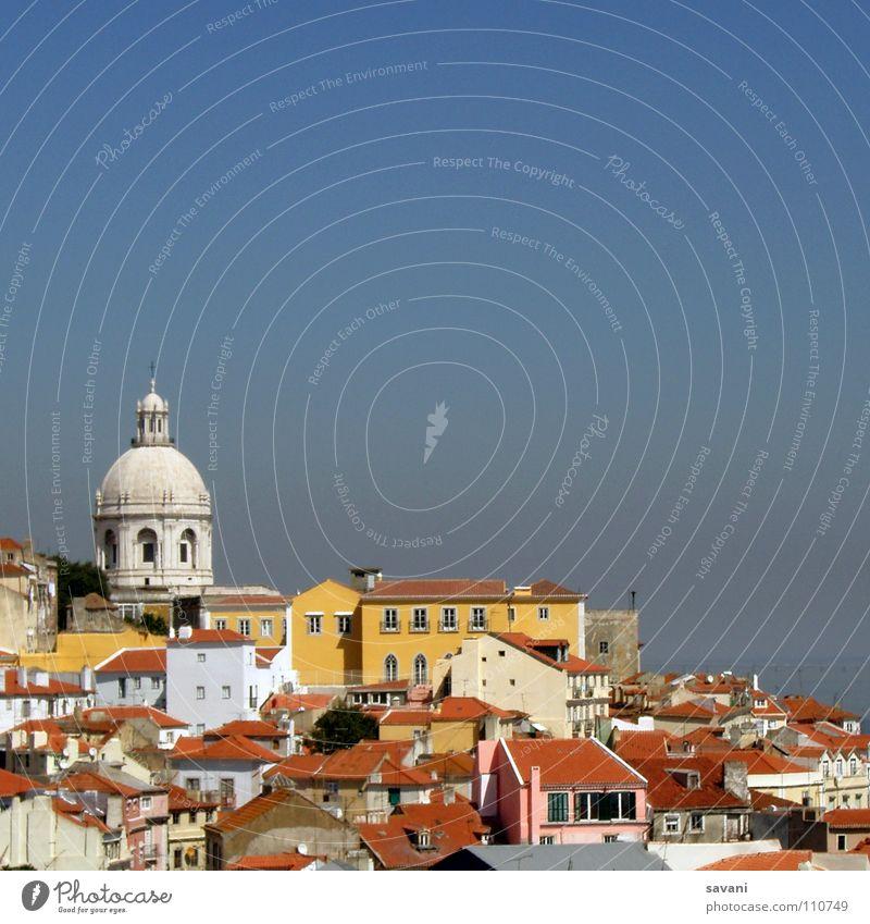 Über den Dächern von Lissabon Himmel weiß blau Stadt rot Sommer Ferien & Urlaub & Reisen Haus gelb Fassade Europa Kirche Aussicht Dach Kultur