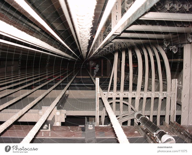 da gehts runter Elektrizität Industrie Kabel Seil Theater