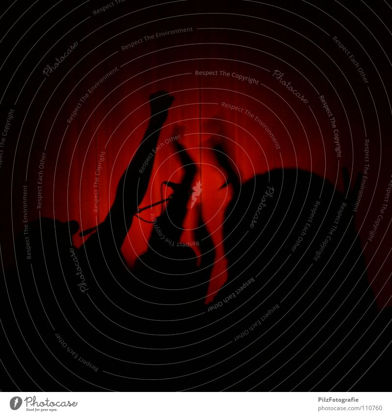 Revolution! Hand Jugendliche rot schwarz Musik Kopf Wut Konzert Gewalt Publikum Vorhang Applaus Politik & Staat Mikrofon Ärger Wiedervereinigung