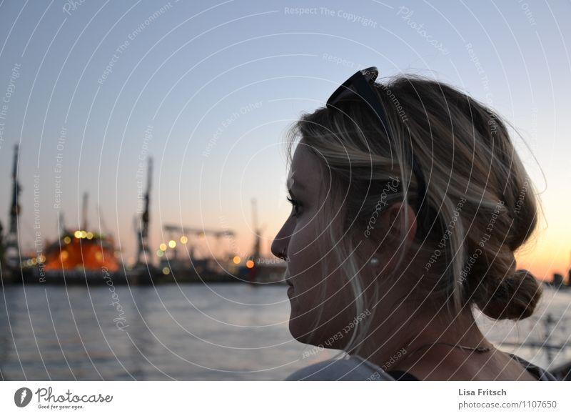 ahoi Hamburg Ferien & Urlaub & Reisen Sightseeing feminin Jugendliche Erwachsene 1 Mensch 18-30 Jahre Wasser Elbe Deutschland Hafenstadt Sonnenbrille blond Dutt