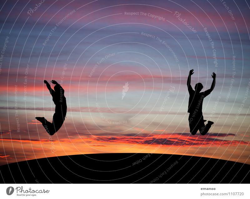Freude beiderseits Mensch Himmel Jugendliche Mann Junger Mann Wolken Freude Ferne Berge u. Gebirge Erwachsene Leben Gefühle Bewegung Freiheit Lifestyle Freundschaft
