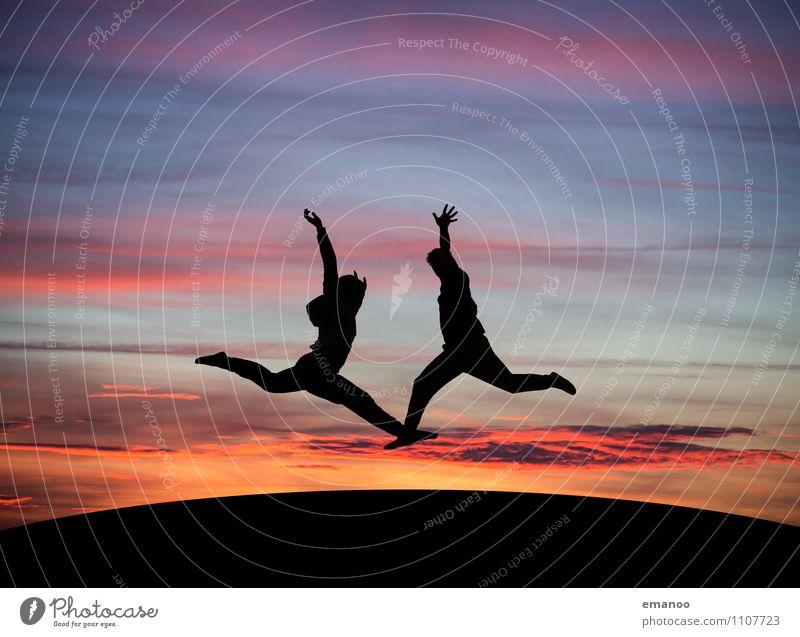 Zu zweit Mensch Frau Himmel Ferien & Urlaub & Reisen Mann Wolken Freude Ferne Erwachsene Stil Sport Freiheit fliegen Paar Lifestyle Zusammensein