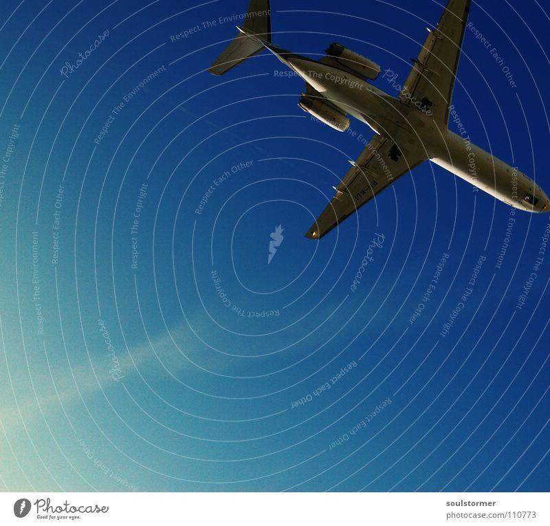 oben rechts... Cross Processing Grünstich Gelbstich Flugzeug Flugzeuglandung Wolken Ferien & Urlaub & Reisen Erholung kommen braun zurück Triebwerke Fahrwerk