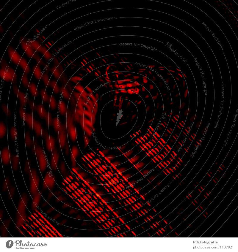 Alarmstufe Rot rot Lampe Schuhe Metall Angst Bekleidung gefährlich bedrohlich Hose Konzert Flucht gefangen Barriere Panik Ampel