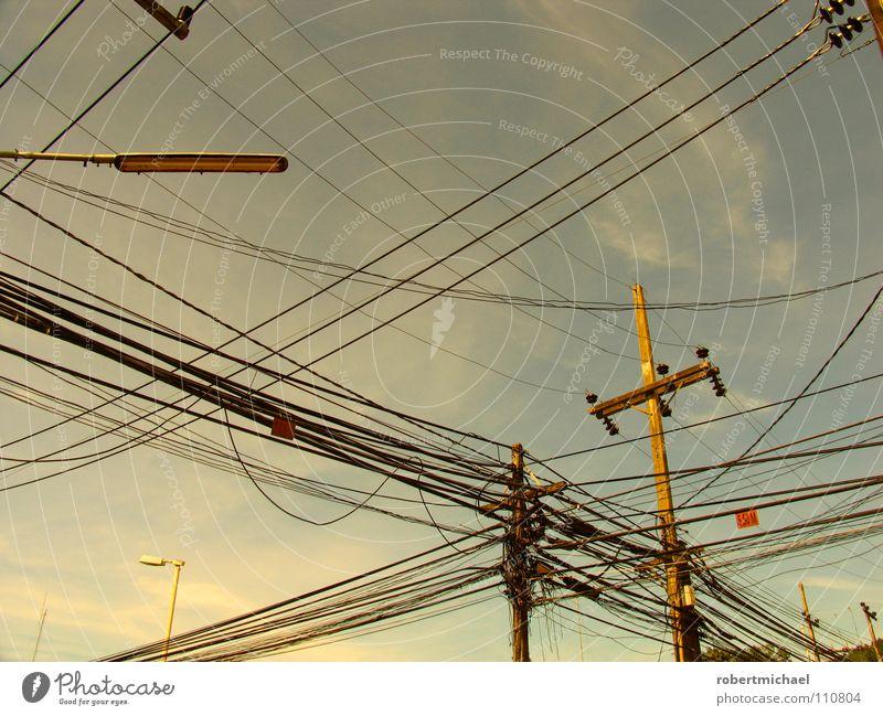 das genie beherrscht das chaos Himmel blau Stadt Wolken oben Holz Linie Feld Kraft hoch mehrere Energiewirtschaft Perspektive Elektrizität Netzwerk Kabel