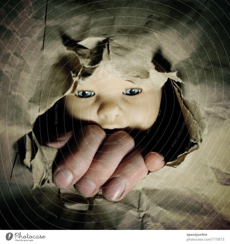 Coming to get you Karton Papier brechen Zerreißen aufreißen Ausbruch Durchbruch driften eng gefangen Fluchtweg gerissen Hand skurril Freude Puppe Gesicht Loch