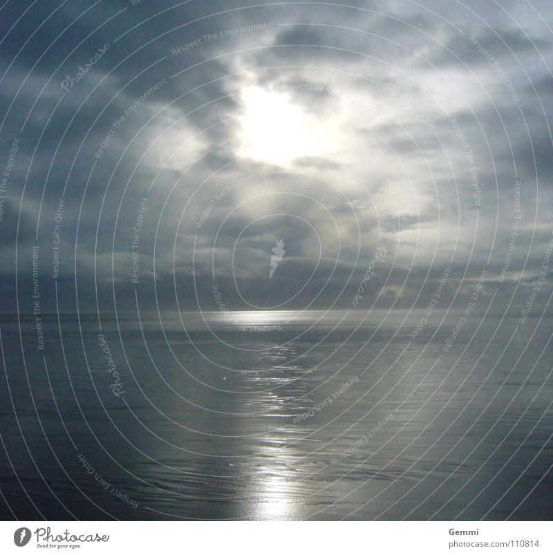 Vor dem Sturm Meer ruhig Licht Rauschen geheimnisvoll bezaubernd Winter Himmel dämmrig Reflexion & Spiegelung