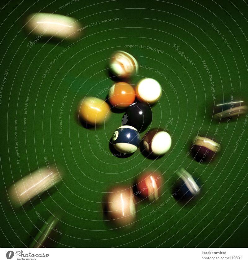 der Anstoß blau weiß grün rot schwarz gelb Spielen Bewegung Freizeit & Hobby Beginn Geschwindigkeit Tisch rund Ziel Ball Kugel