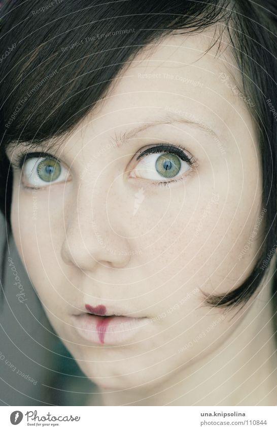 it's oh so quiet Junge Frau Jugendliche Erwachsene träumen Gefühle Wahrheit Porträt ausdruckslos Schminke Blick in die Kamera Lippenstift brünett 18-30 Jahre