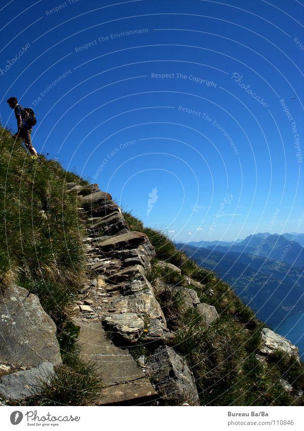 Dem Himmel ganz nah... wandern Bergsteigen Berner Oberland Fußweg See Gipfel Schweiz Berge u. Gebirge Wege & Pfade Aussicht blau Spitze anstrenung