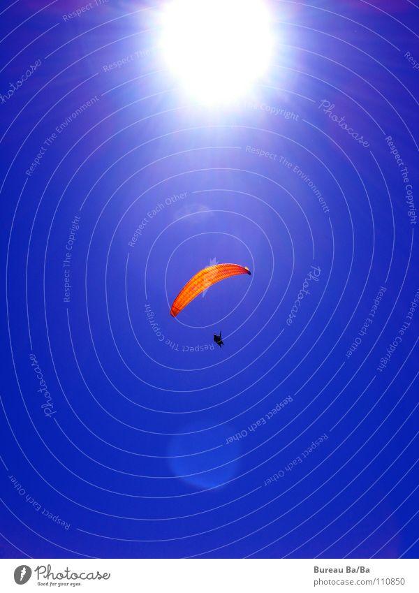 Der Sonne entgegen... weiß Sonne blau Sport Spielen Freiheit orange fliegen Fallschirm Gleitschirm