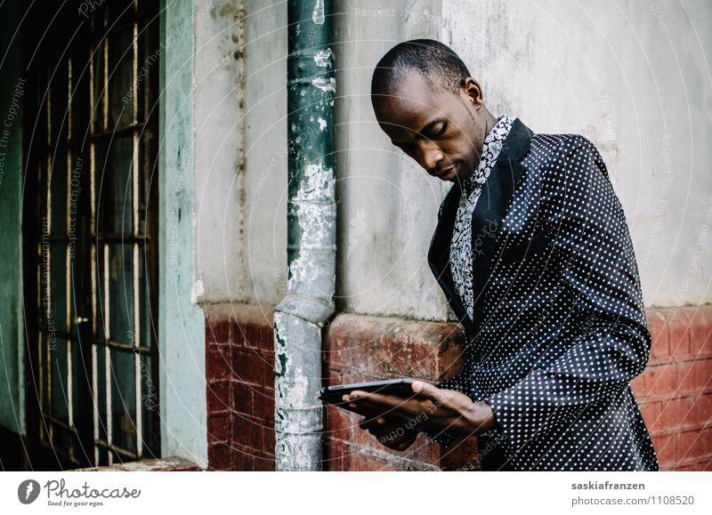 Let's talk business... Mensch Jugendliche schön Junger Mann 18-30 Jahre Erwachsene Stil Mode Lifestyle Arbeit & Erwerbstätigkeit maskulin elegant modern Technik & Technologie Bekleidung Zukunft