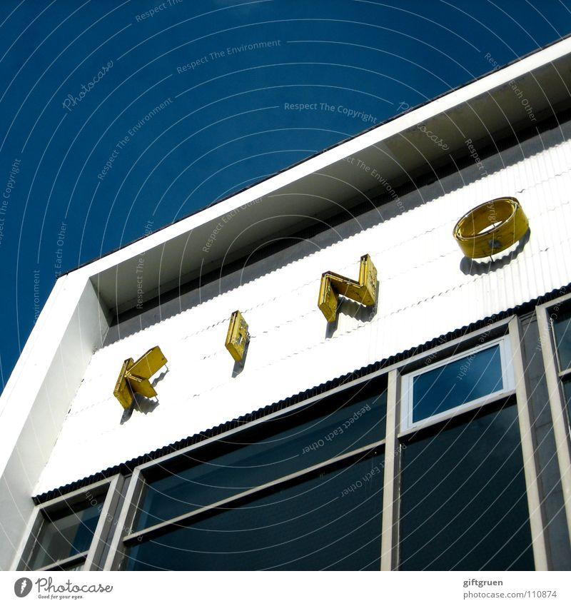kino Himmel blau Haus Fenster Gebäude Freizeit & Hobby Fassade Schriftzeichen Buchstaben Show Filmindustrie Theater Wort Kino Leuchtreklame