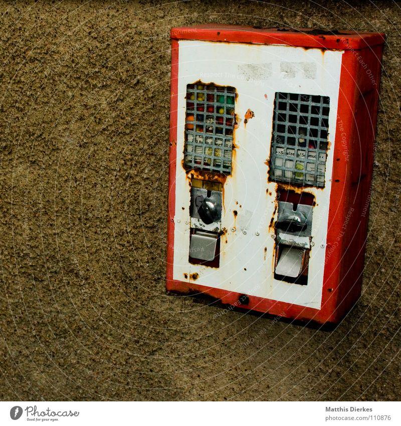 kaugummi Kaugummi Automat retro Kaugummiautomat Erinnerung Mangel Rarität vergessen früher aufregend antik Antiquariat vergangen Fundstück außergewöhnlich Stadt
