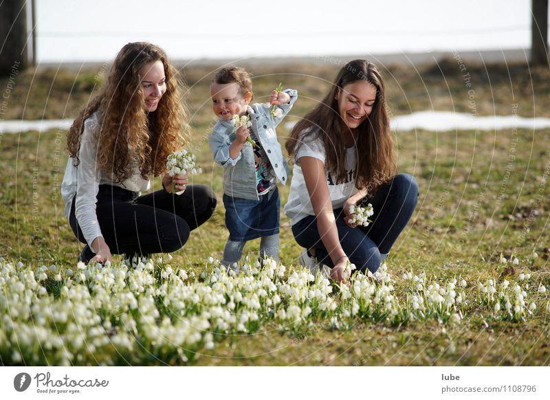 Drei Schwestern Mensch feminin Mädchen Junge Frau Jugendliche 3 Umwelt Natur Frühling Blume Garten Park Wiese Glück schön Freude Fröhlichkeit Zufriedenheit
