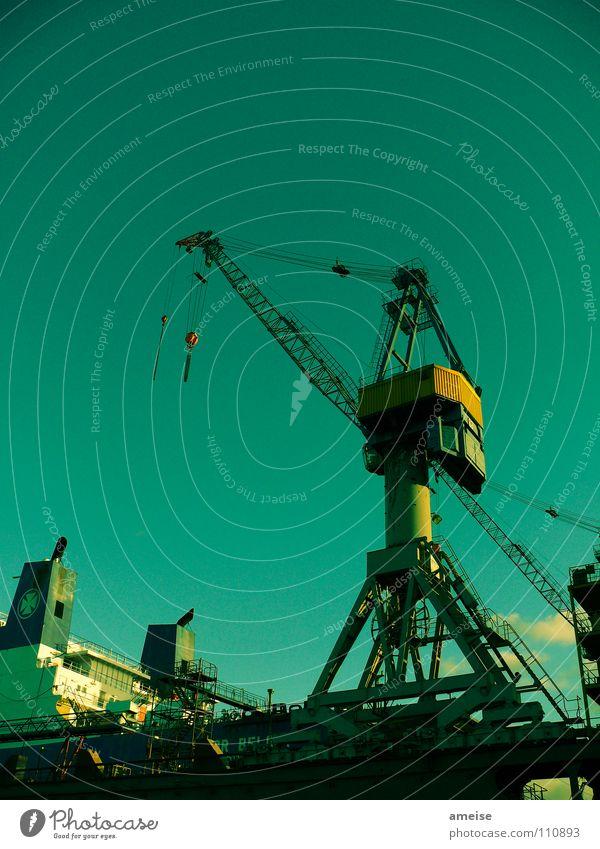 Unser kleiner Hafen [pt. 2] Himmel grün Wolken Farbe Arbeit & Erwerbstätigkeit Wasserfahrzeug Deutschland Hamburg Industrie Industriefotografie Hafen Maschine Elbe Hamburger Hafen Portwein Kran