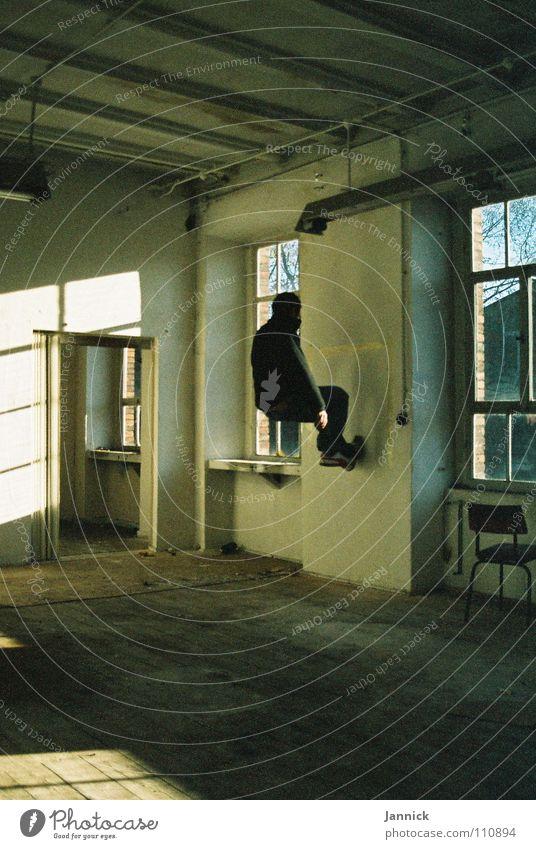 Wandläufer Mensch weiß schwarz Herbst Fenster Raum Kunst sitzen Industrie Kultur Schweben