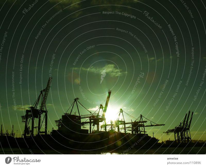 Unser kleiner Hafen [pt. 3] Wasser Himmel Sonne grün Wolken Ferne Farbe Arbeit & Erwerbstätigkeit Wasserfahrzeug Deutschland Hamburg Industrie Industriefotografie Hafen Maschine Kran