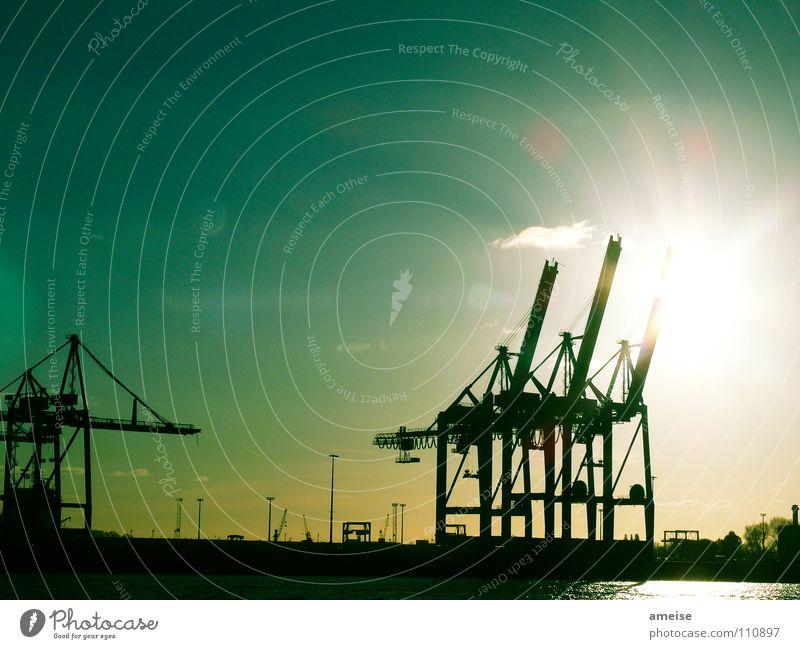 Unser kleiner Hafen [pt. 4] Wasser Himmel Sonne grün Wolken Ferne Farbe Arbeit & Erwerbstätigkeit Wasserfahrzeug Deutschland Hamburg Industrie Fluss Industriefotografie Hafen Maschine