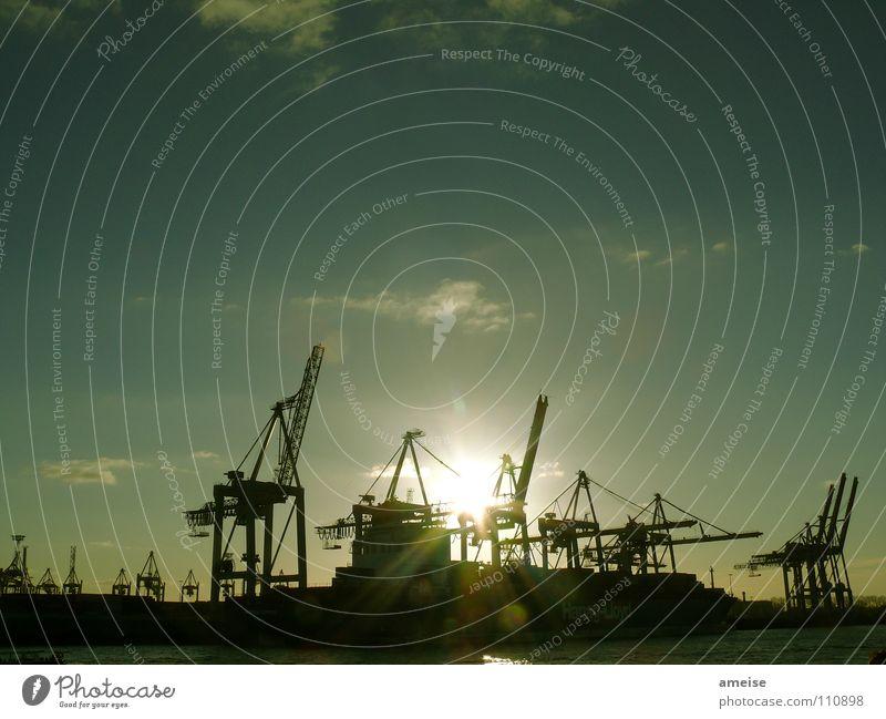 Unser kleiner Hafen [pt. 5] Wasser Himmel Sonne grün Wolken Ferne Farbe Arbeit & Erwerbstätigkeit Wasserfahrzeug Deutschland Hamburg Fluss Industriefotografie Hafen Hamburger Hafen Maschine