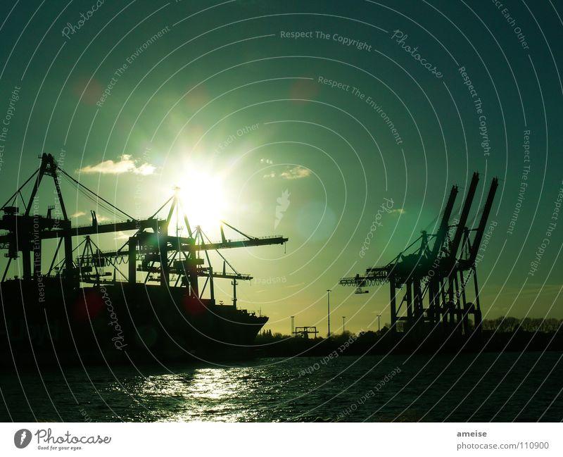Unser kleiner Hafen [pt. 6] Wasser Himmel Sonne grün Wolken Ferne Farbe Hamburger Hafen Arbeit & Erwerbstätigkeit Wasserfahrzeug Deutschland Hamburg Industrie Fluss Industriefotografie Hafen